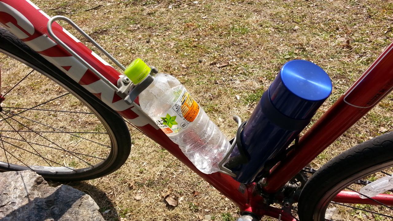1.5リットルのペットボトルを搭載できるボトルケージ Minoura AB-1500