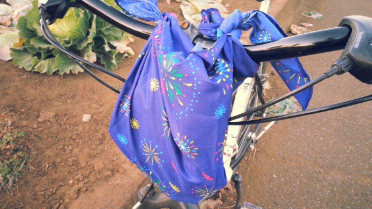風呂敷は自転車用バッグ代わりに使える