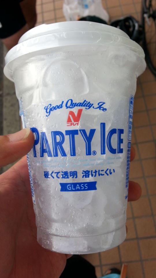魔法瓶と氷と水を使って体を冷やす
