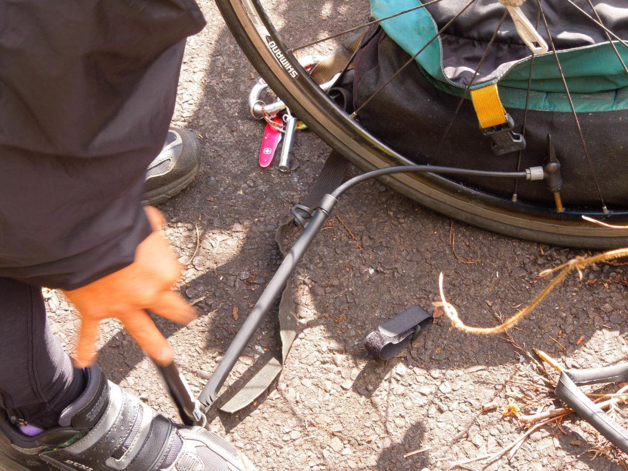 ロードバイクでも使える安価な携帯用ポンプ ブリヂストン フレームポンプ