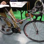 縦折れ式折りたたみ自転車「シルク パーフェクトクイック」と量産版の「CBA オフィスプレス MOVABLE」の違い